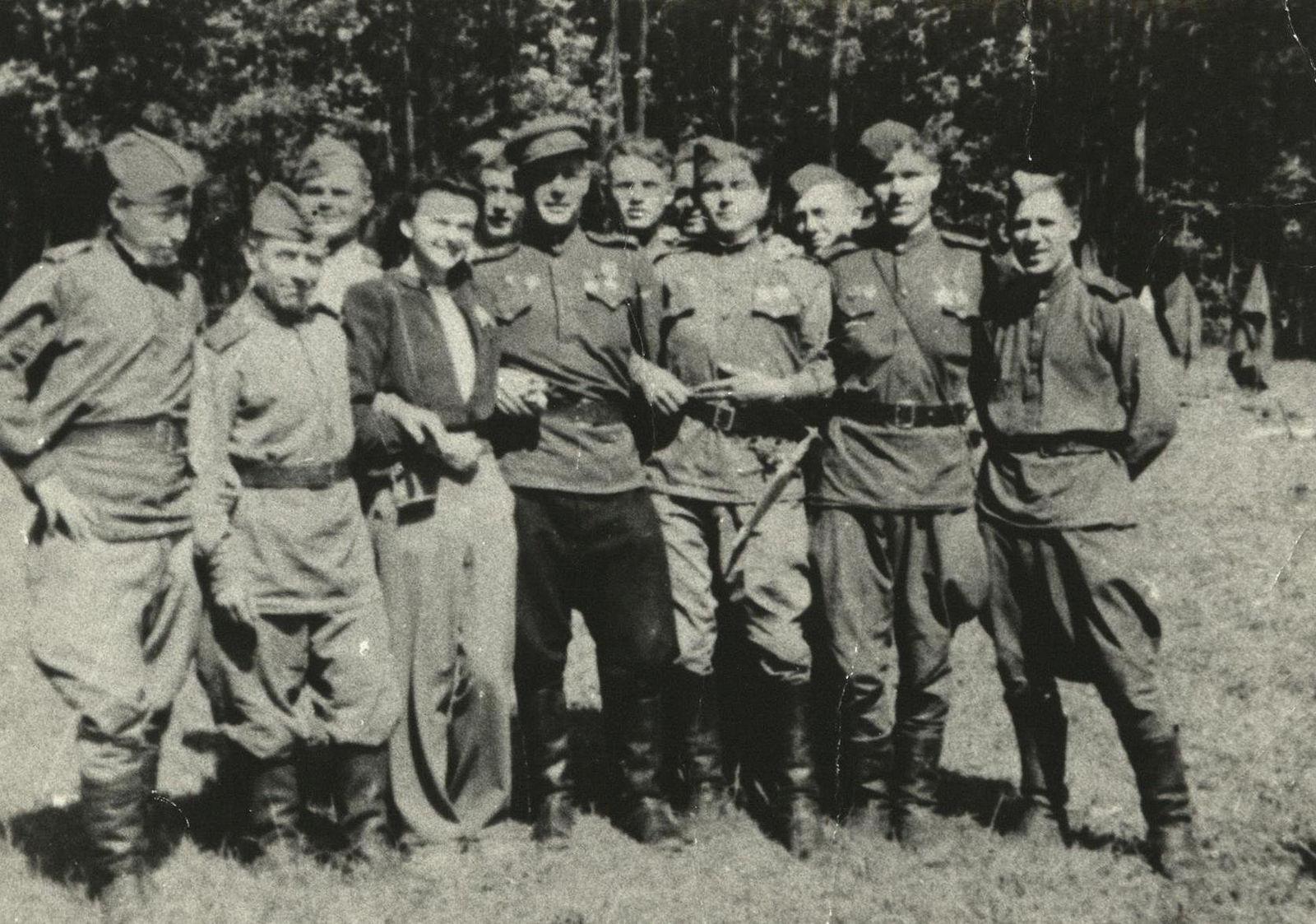 фото бойцов партизанского отряда им кравцова юность, несмотря
